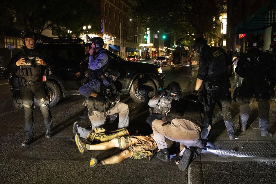 Mensch erschossen! Ein Toter nach Schüssen bei Demonstrationen