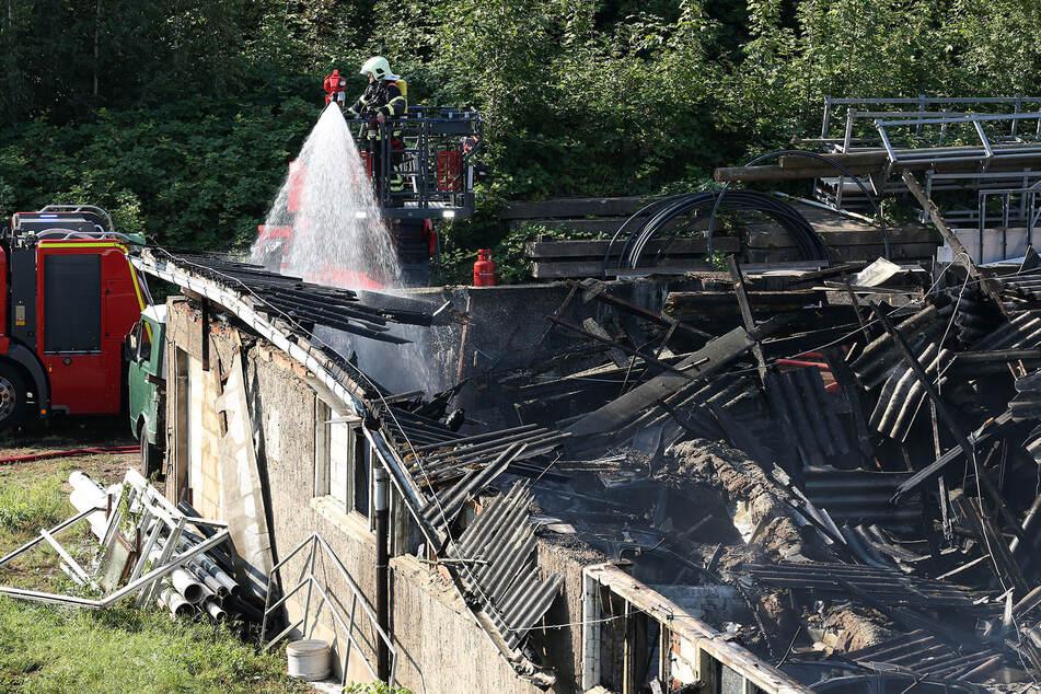 Am 16. August 2020 stand die Lagerhalle in Klipphausen in Flammen. Insgesamt entstand ein Schaden von etwa 440.000 Euro.
