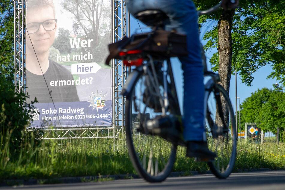 Die ungewöhnliche Plakat-Methode in Bayreuth sei nach Angaben der Polizei sowohl mit der Familie des Opfers als auch mit der Staatsanwaltschaft abgestimmt.