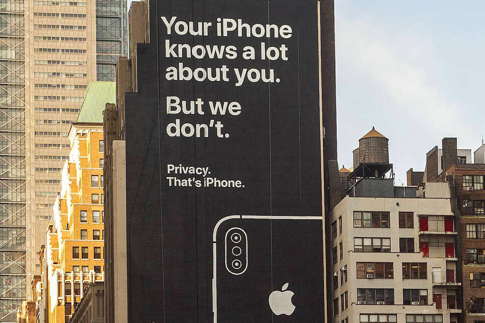 A building front in New York advertising Apple's focus on user privacy.