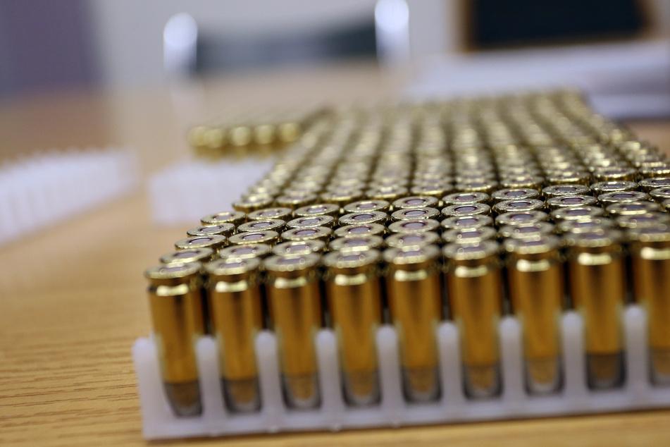 Beamte des Mobilen Einsatzkommandos hatten 14.500 Schuss Munition aus der Waffenkammer gestohlen. (Symbolbild)