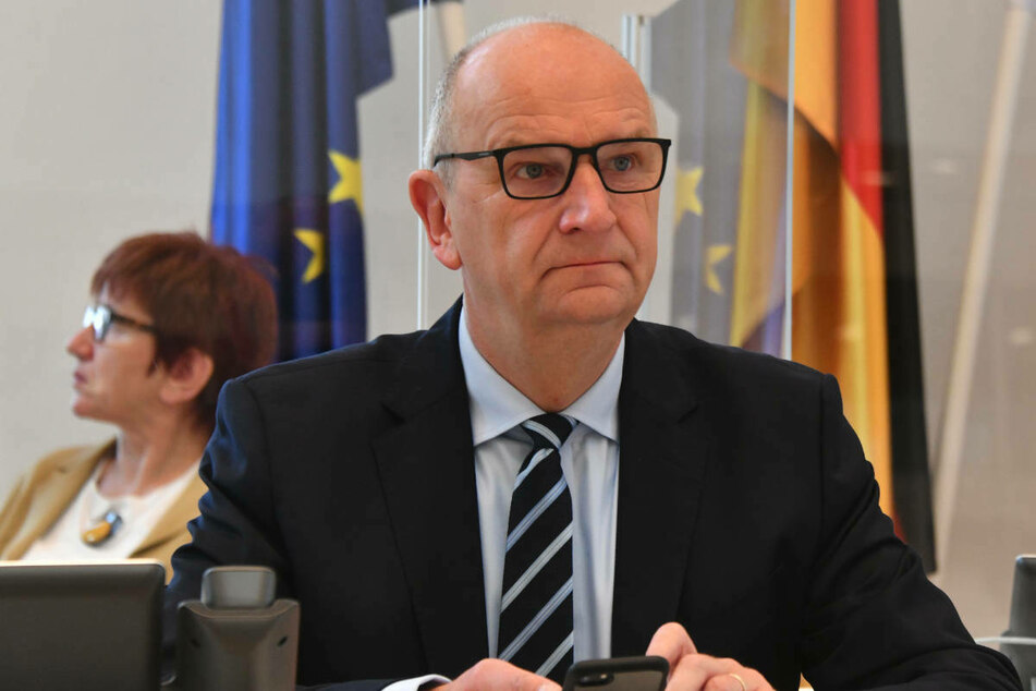 Trotz der deutlich sinkenden Inzidenzen in Brandenburg bleiben Schnelltests aus Sicht von Ministerpräsident Dietmar Woidke (59, SPD) weiterhin ein wichtiges Instrument gegen die Pandemie.