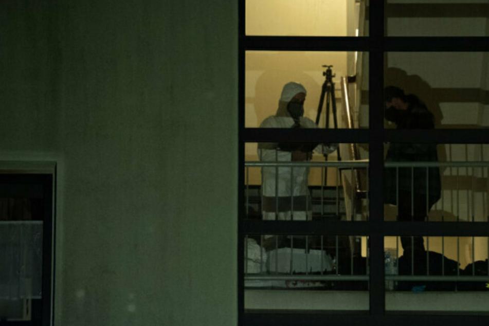 Dreijährige erstochen, um Mutter zu bestrafen: Vater gesteht vor Gericht!