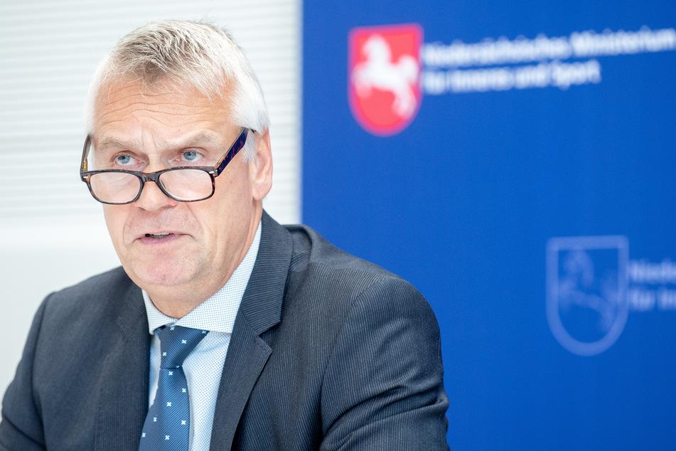 Der Landespolizeipräsident von Niedersachsen, Axel Brockmann (57), gesteht ein, dass die Ermittlungen im Missbrauchsfall Lügde nicht optimal abgelaufen sind.