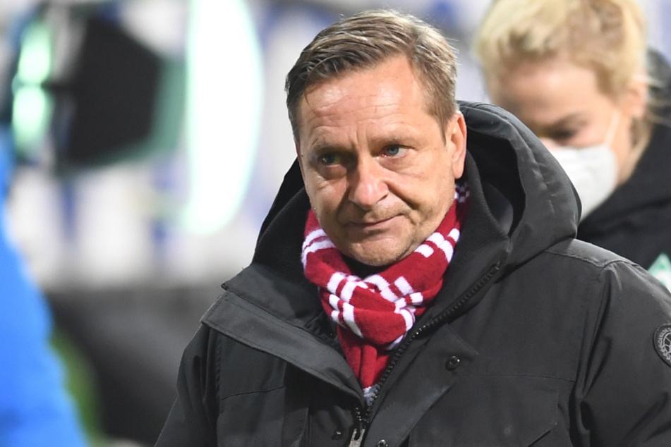 Der Sportchef des 1. FC Köln Horst Heldt (50) stärkt Bundestrainer Joachim Löw (60) den Rücken.