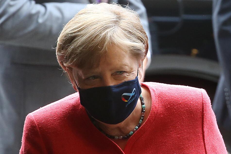 Mit Mund- und Nasenschutzmasken betritt Bundeskanzlerin Angela Merkel (65, CDU) den Bundesrat.