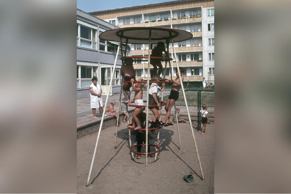"""Kletter-Gerüste für Kinder wie die Rakete oder auch diesen """"Sputnik"""" gab es häufig in der DDR."""