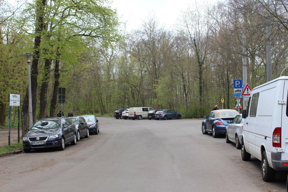 Im Bereich Anton-Bruckner-Allee/Nonnenweg wurde das Fluchtauto, ein weißer Mazda, am gestrigen Donnerstagvormittag gefunden.