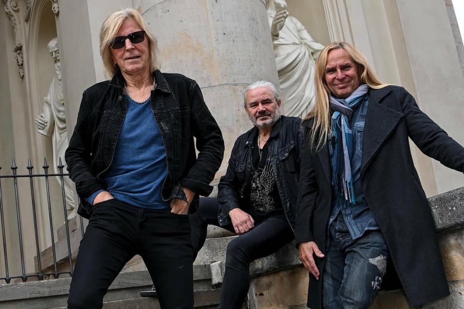 """Rüdiger """"Ritchie"""" Barton (67, v.l.n.r.), Hans-Jürgen """"Jäcki"""" Reznicek (67) und Uwe Hassbecker (60), bei einem Fototermin in Berlin. Die Band Silly veröffentlicht am Freitag ein neues Album."""