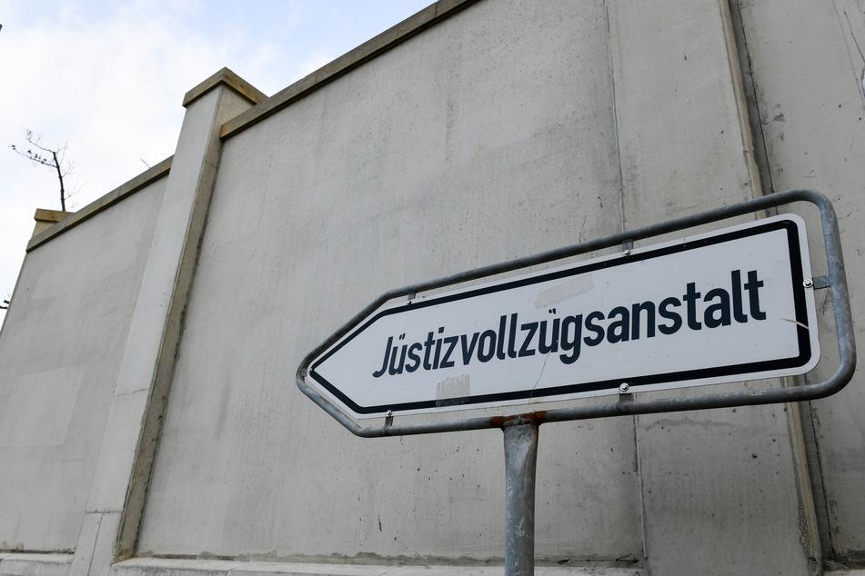 Ein 18-Jähriger ist in Hamburg nach einem versuchten Tötungsdelikt verhaftet und in Untersuchungshaft gebracht worden.