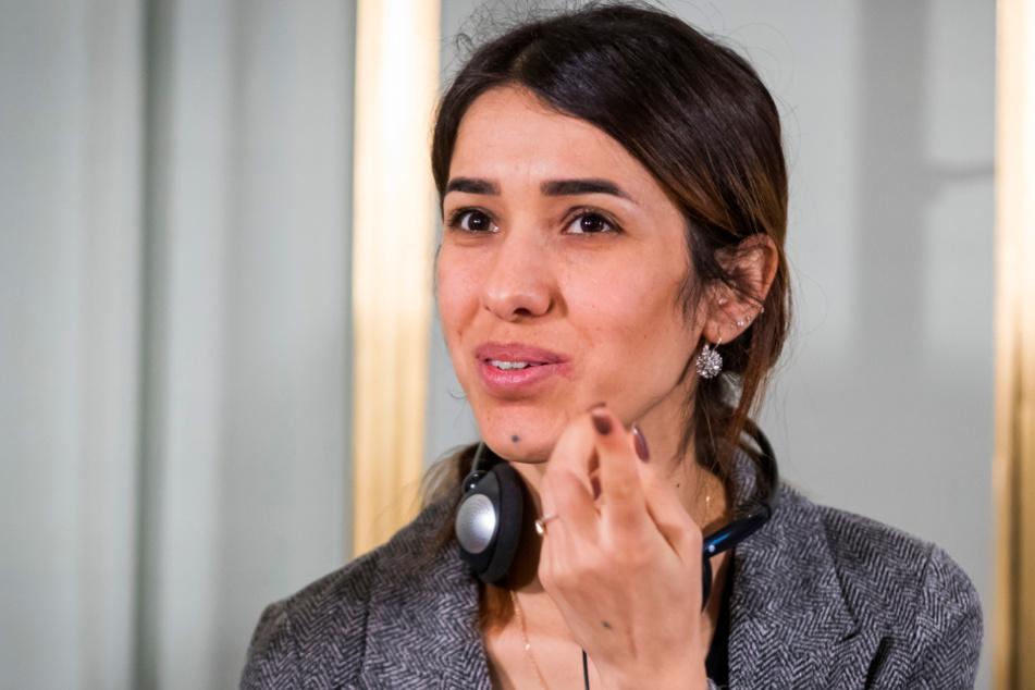 Nadia Murad, Friedensnobelpreisträgerin aus dem Irak, beantwortet eine Frage auf einer Pressekonferenz im Nobel-Institut.