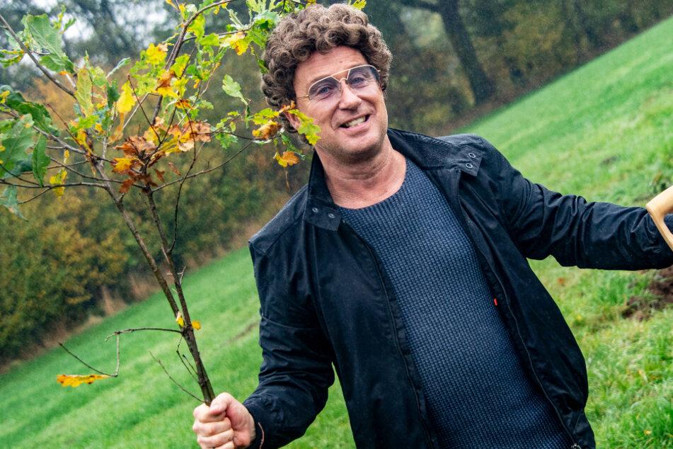 Atze Schröder pflanzt tausende Bäume an: Das ist der Grund!