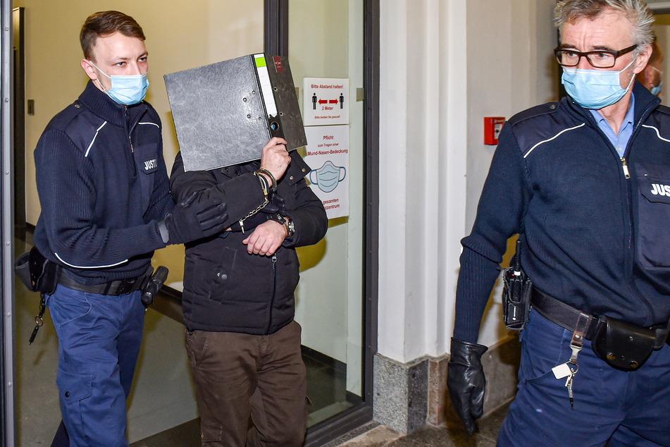 Mohammad F. (32) sitzt seit dem Unfall in U-Haft, wurde zum Prozess in Handschellen in den Saal geführt.