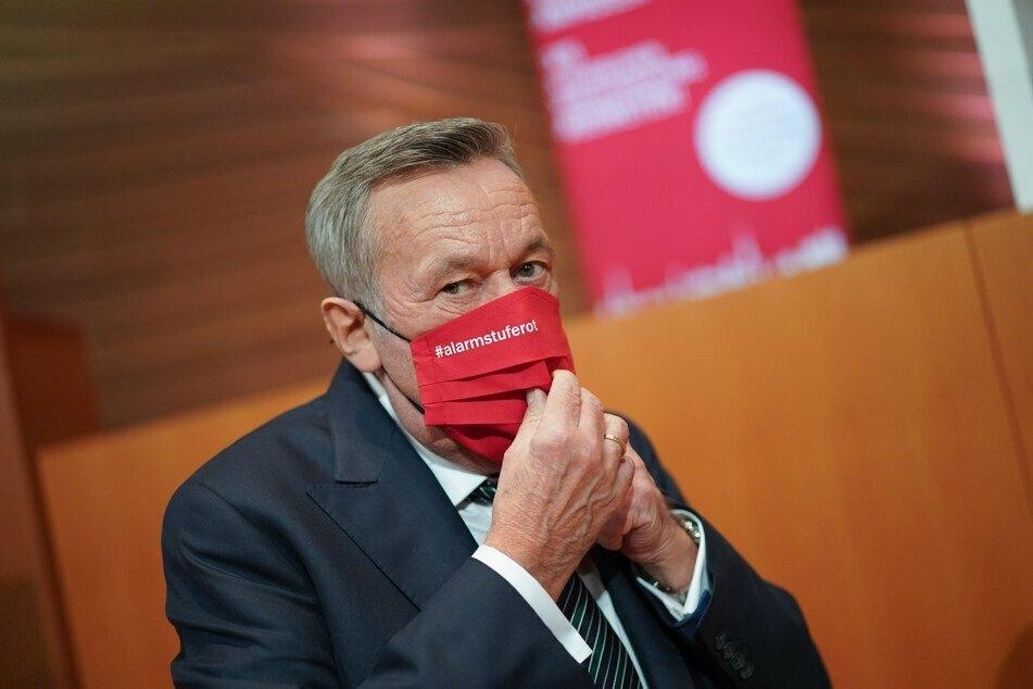 Schlager-Legende Roland Kaiser (68) am Rande der #AlarmstufeRot-Pressekonferenz am 28. Oktober.