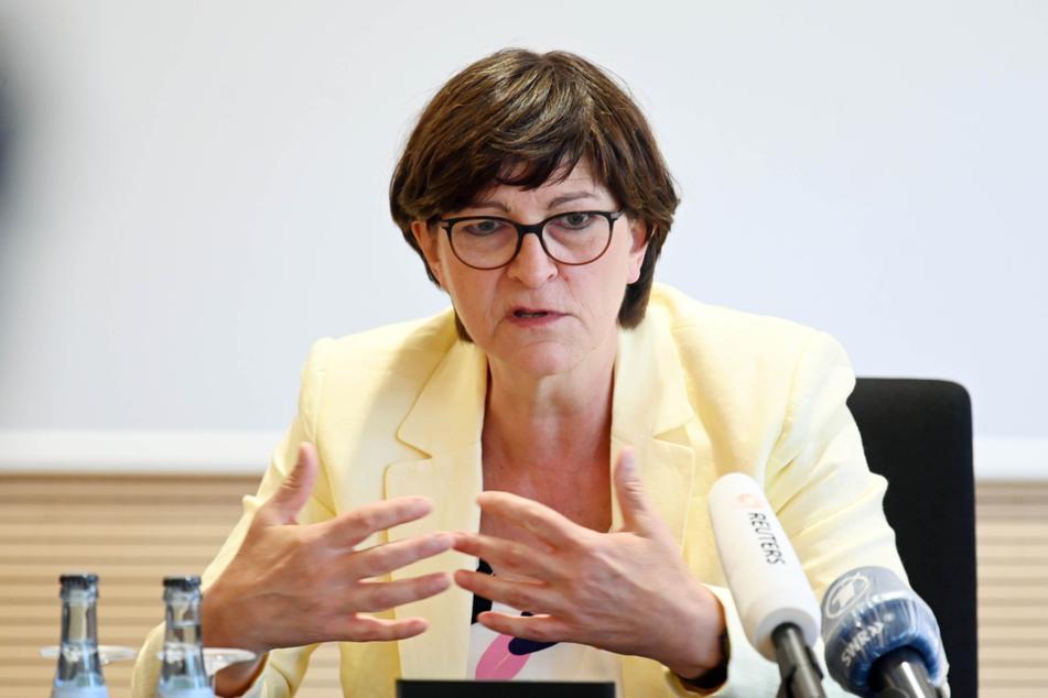 SPD-Chefin Saskia Esken (60) ist am Donnerstag in Offenburg.