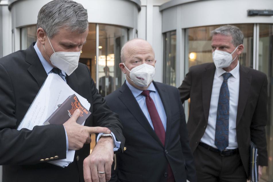 Hans-Ulrich Rülke (59), FDP-Fraktionsvorsitzender im Landtag von Baden-Württemberg (l-r), Michael Theurer (54), stellvertretender Fraktionsvorsitzender der FDP-Bundestagsfraktion, und Jochen Haußmann, stellvertretender Fraktionsvorsitzender der FDP im Landtag von Baden-Württemberg