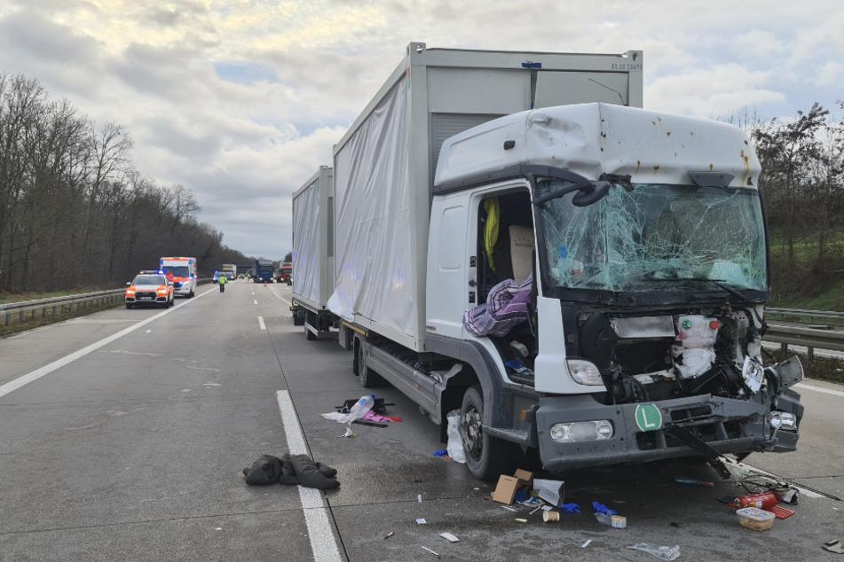Lastwagenfahrer bei Auffahrunfall lebensgefährlich verletzt