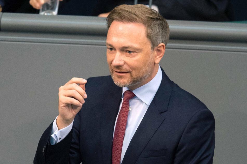 FDP-Chef Christian Lindner (42) fordert die KMK auf, noch im Juli eine Strategie für eine mögliche vierte Welle auszuarbeiten.
