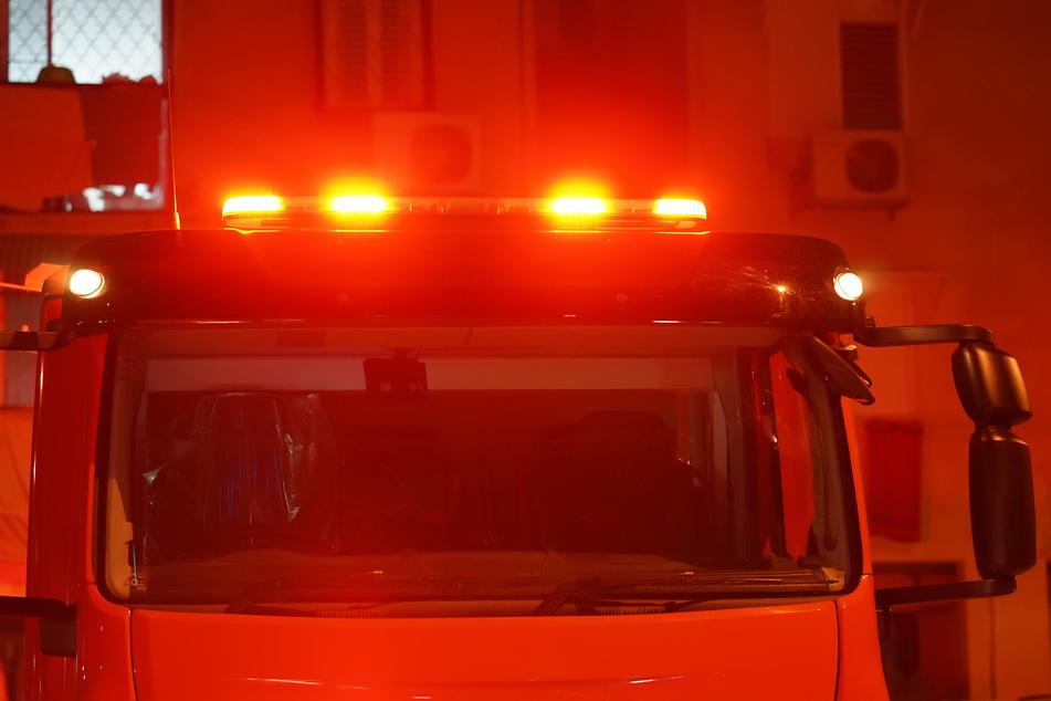Die Feuerwehr war sofort vor Ort. Bisher ist noch unklar, was den Brand verursachte. (Symbolbild)