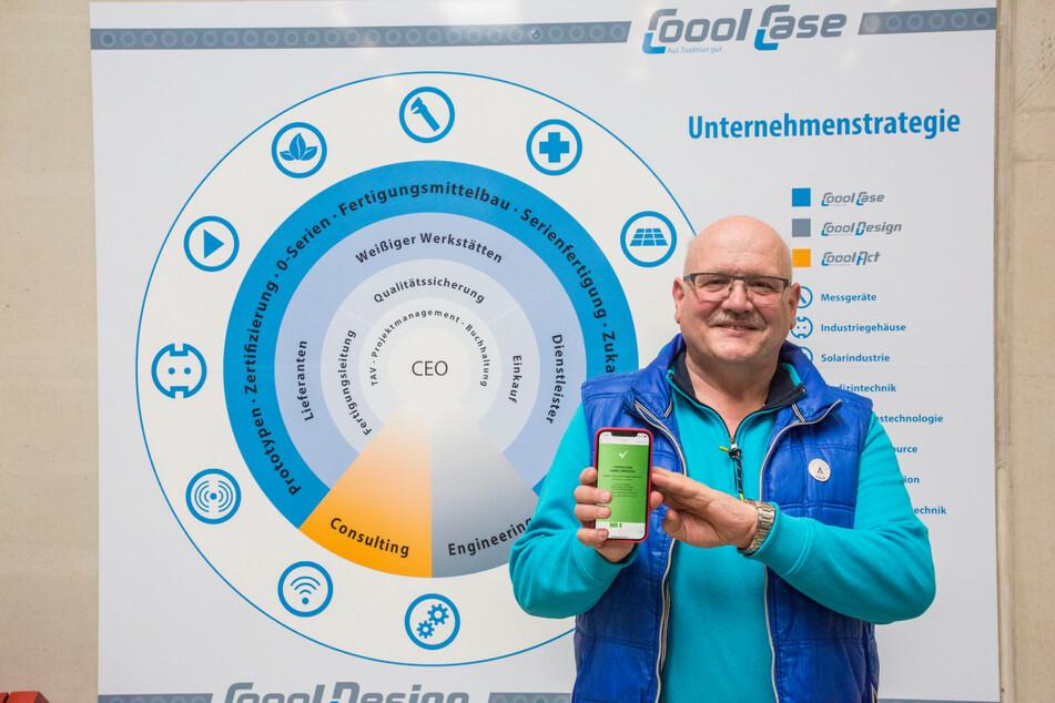 CooolCase-Chef Christian Michel (64) lässt sich in seiner Firma testen. Das können auch seine Mitarbeiter.