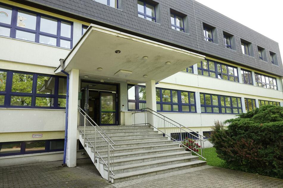 Am Regenbogen-Gymnasium in Augustusburg wurden 21 Schüler positiv auf das Corona-Virus getestet.