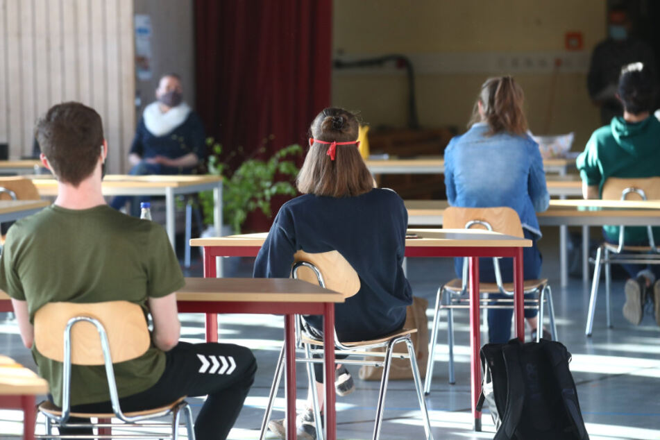 Ein Corona-Ausbruch in Göttingen hat auch weitreichende Folgen für mehrere hundert Schüler. (Symbolbild).