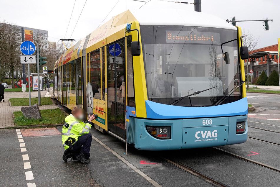 Chemnitz: Fußgängerin von Straßenbahn erfasst und verletzt
