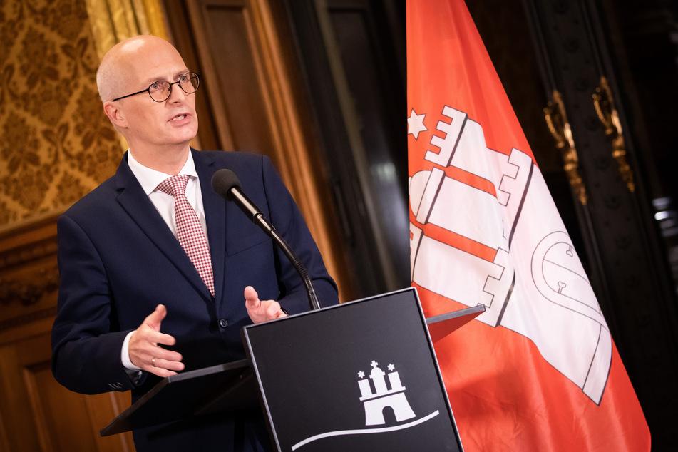 Peter Tschentscher (SPD), Erster Bürgermeister in Hamburg, spricht bei einem Statement im Rathaus nach einer Video-Konferenz mit Bundeskanzlerin Merkel.