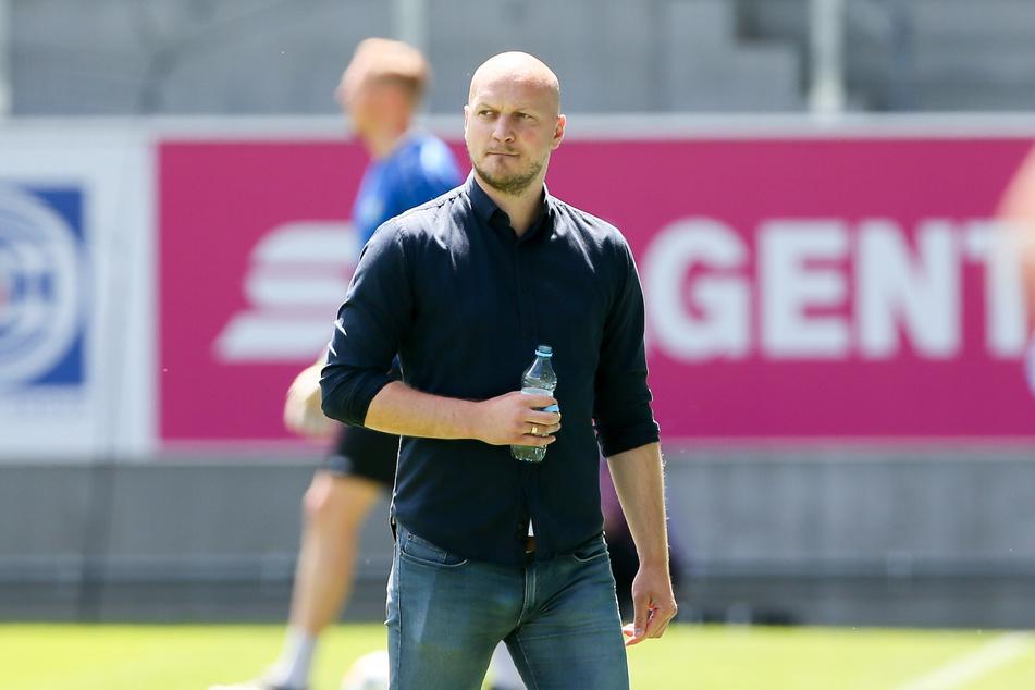 CFC-Sportdirektor Armin Causevic bastelt am Neuaufbau und kann schon mal mit Kapitän Niklas Hoheneder planen.