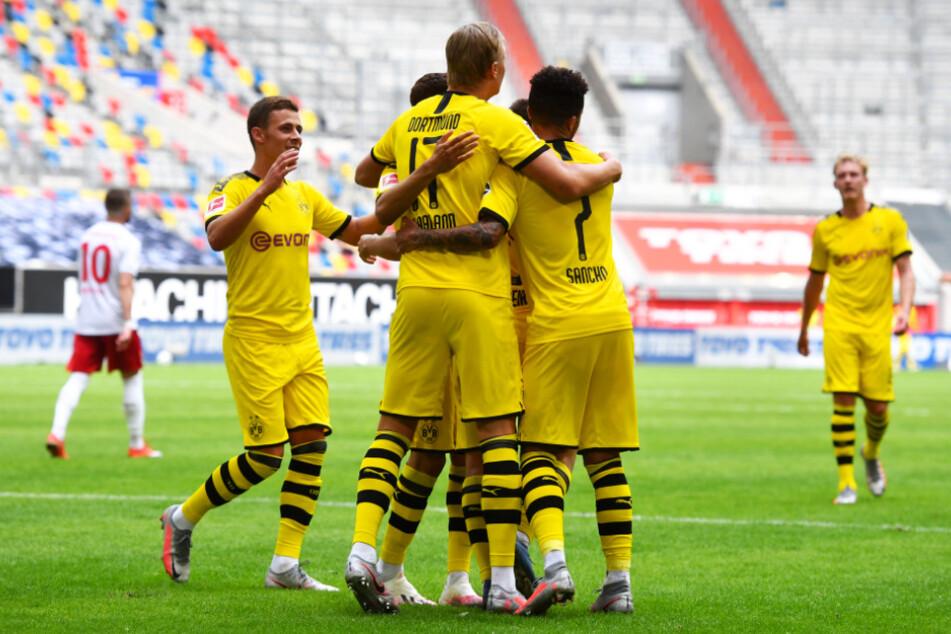 Großer Jubel beim BVB: Dortmund gewann dank Erling Haaland in der Nachspielzeit bei Fortuna Düsseldorf.