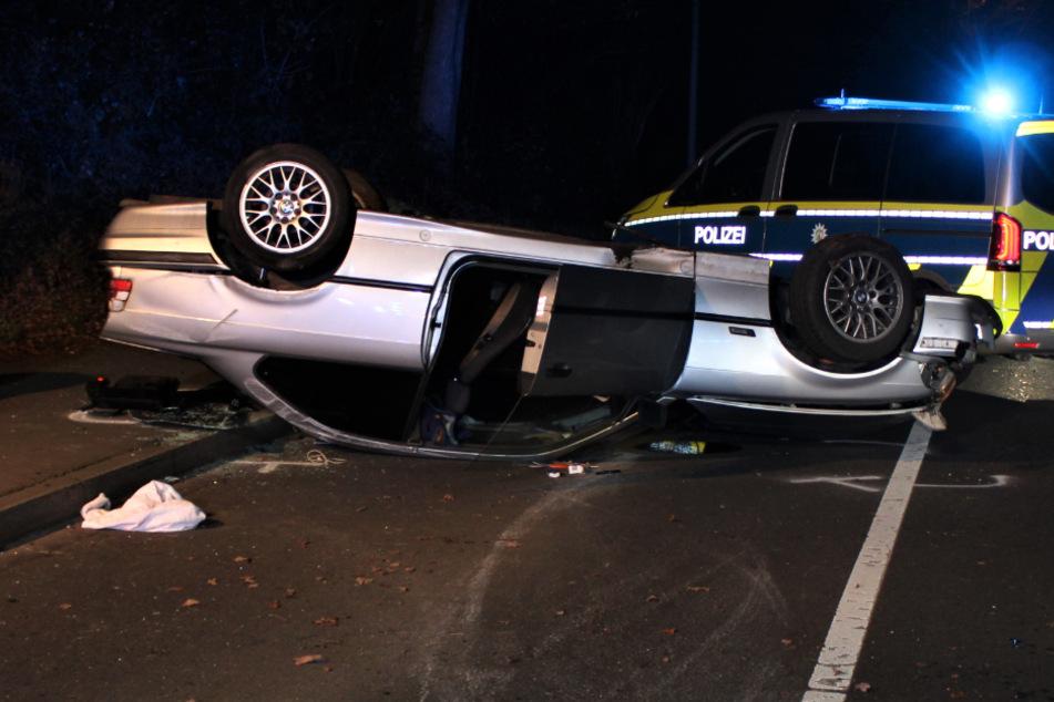 Köln: Überschlag mit BMW: Kölner (20) nach Unfall schwer verletzt
