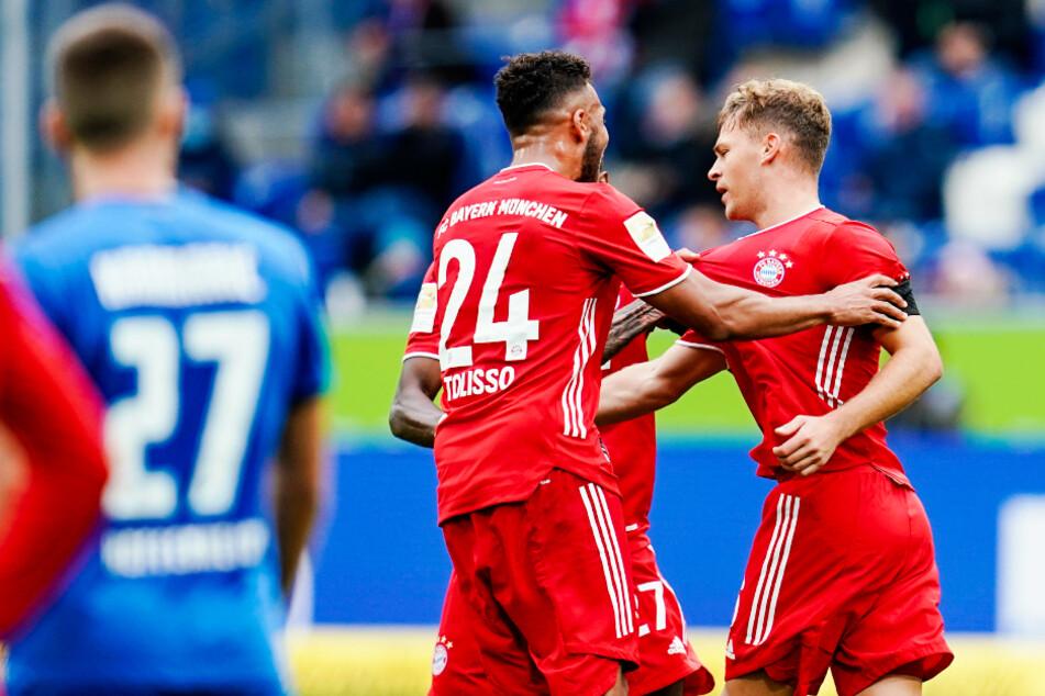Joshua Kimmich (r.) erzielte zwar den 1:2-Anschlusstreffer für den FC Bayern, war aber alles andere als begeistert vom Auftritt seiner Mannschaft in der ersten Halbzeit.