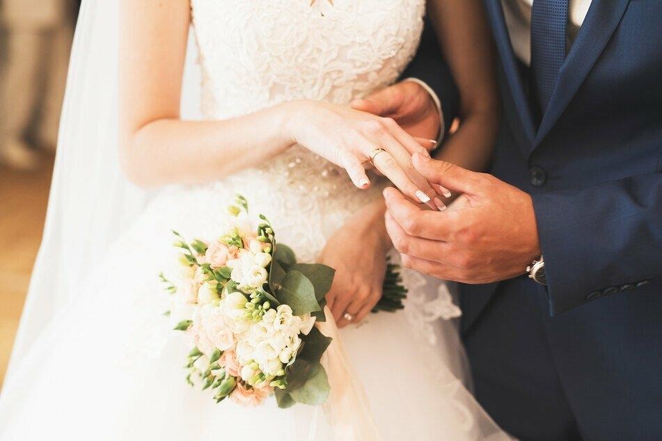 Die Hochzeit sollte der schönste Tag in ihrem Leben werden. Doch wildfremde Menschen versuchten, diesen der Amerikanerin Kay zu zerstören. (Symbolbild)