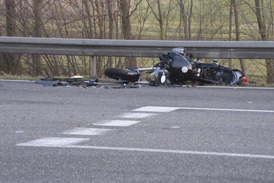 Autofahrerin übersieht Biker: 61-Jähriger stirbt noch an der Unfallstelle