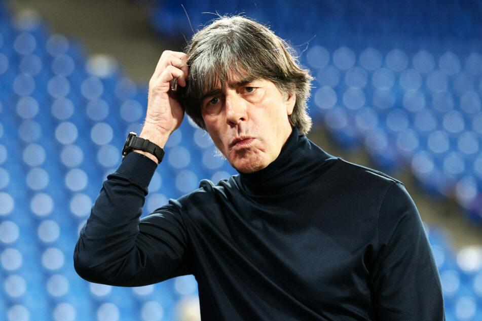 Fußball-Bundestrainer Joachim Löw (61) will sich nicht zu früh festlegen. (Archiv)