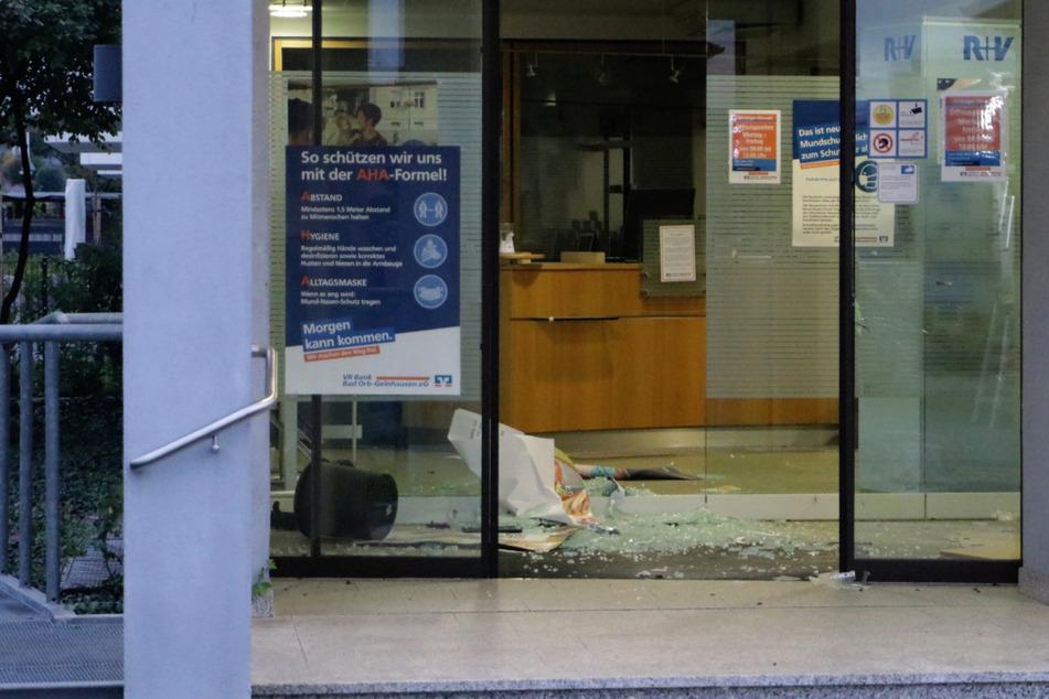 Der Geldautomat wurde gegen 3.30 Uhr gesprengt. Noch ist nicht bekannt, wie viel Beute die Täter gemacht haben.