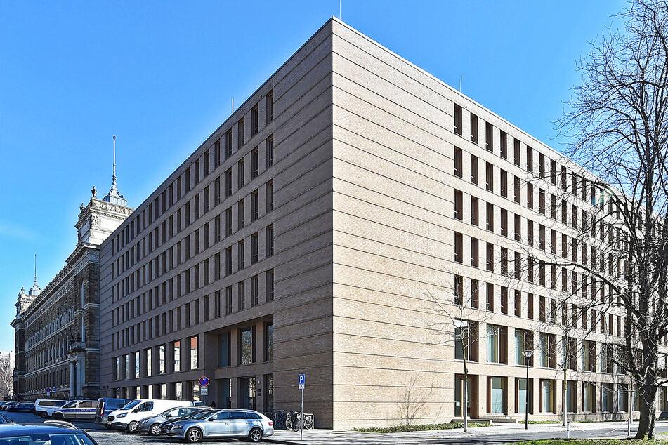 Das Dresdner Amtsgericht muss demnächst gegen sieben zerstrittene Reichsbürger verhandeln.