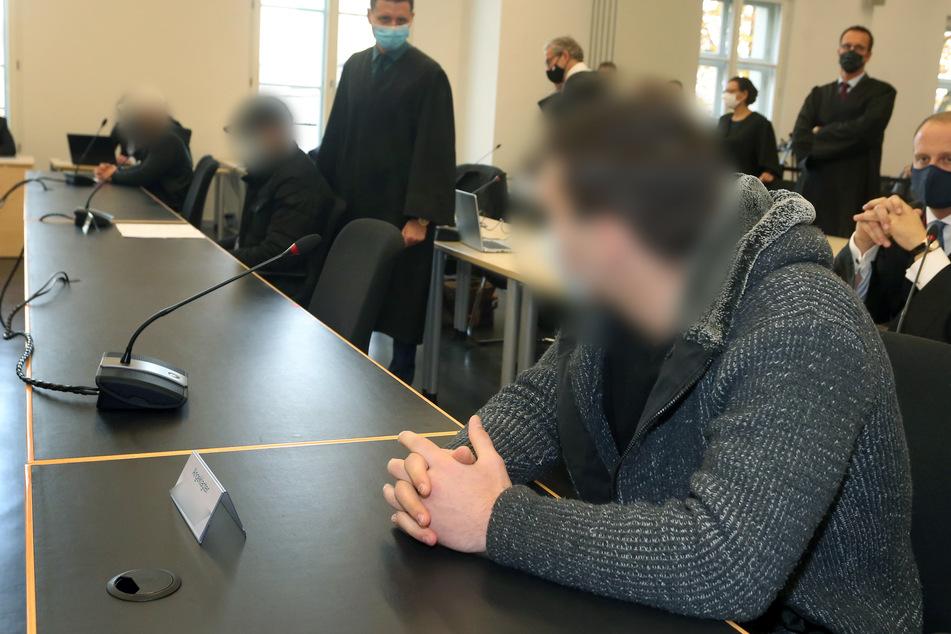 Ein 17-Jähriger steht als Haupttäter wegen Körperverletzung mit Todesfolge in Augsburg vor Gericht.