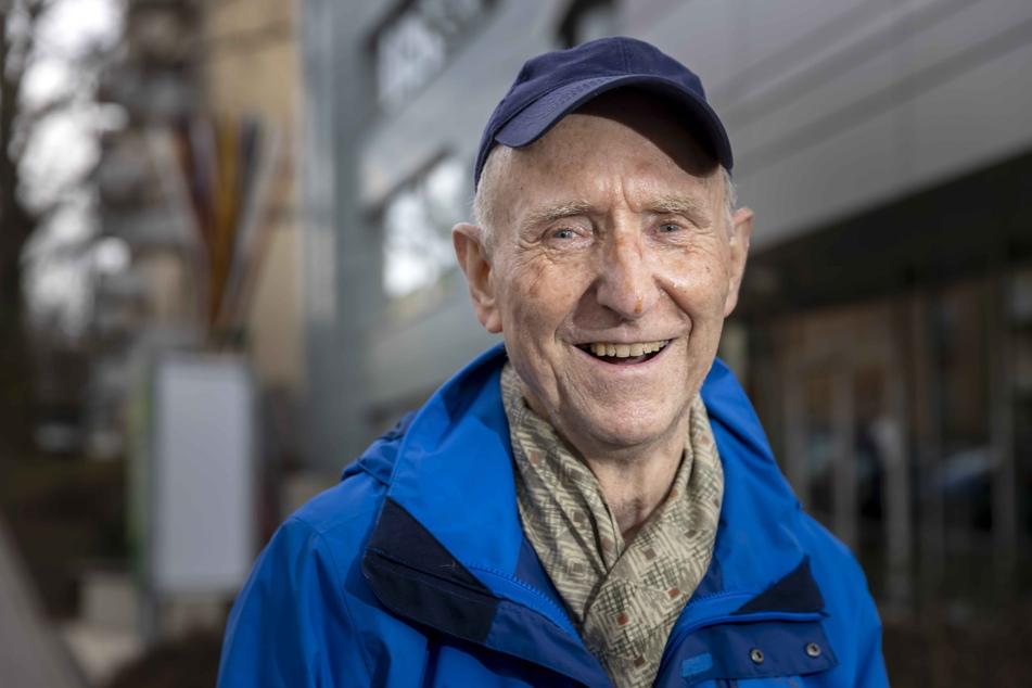 Mieter Reinhard Bindig (81) freut sich über die Einladung.
