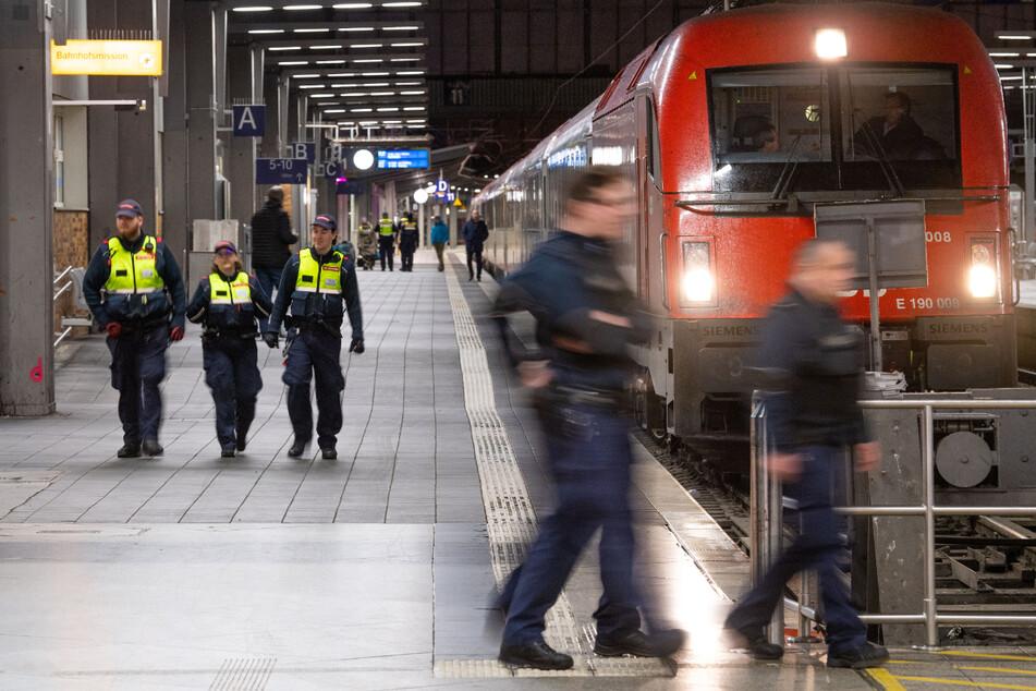 Die Bundespolizei griff die Jugendlichen in einem Zug von München nach Rosenheim auf. (Symbolbild)
