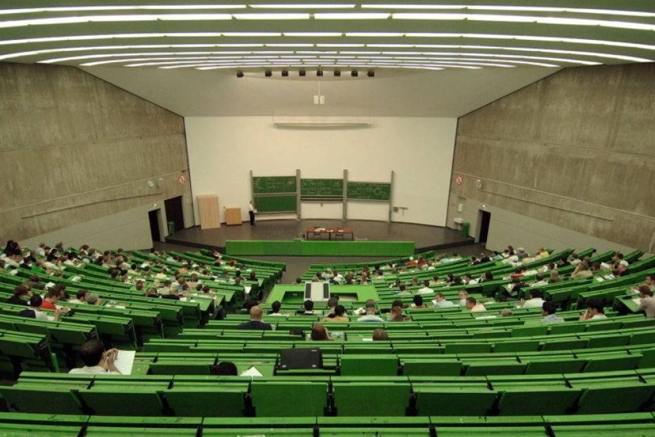 Großeinsatz: SEK räumt Unigebäude nach Drohung