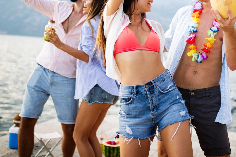 Einer Umfrage zufolge besuchten 11,7 Prozent der Deutschen trotz Corona eine Party in der Natur. (Symbolbild)