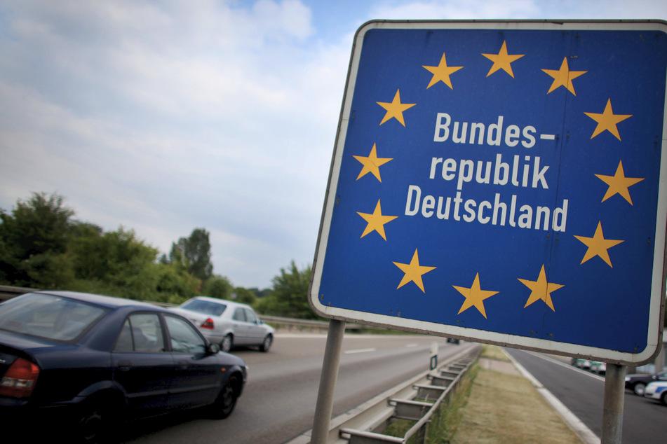 Flüchtlinge machen Lkw-Fahrer an Grenzübergang auf sich aufmerksam