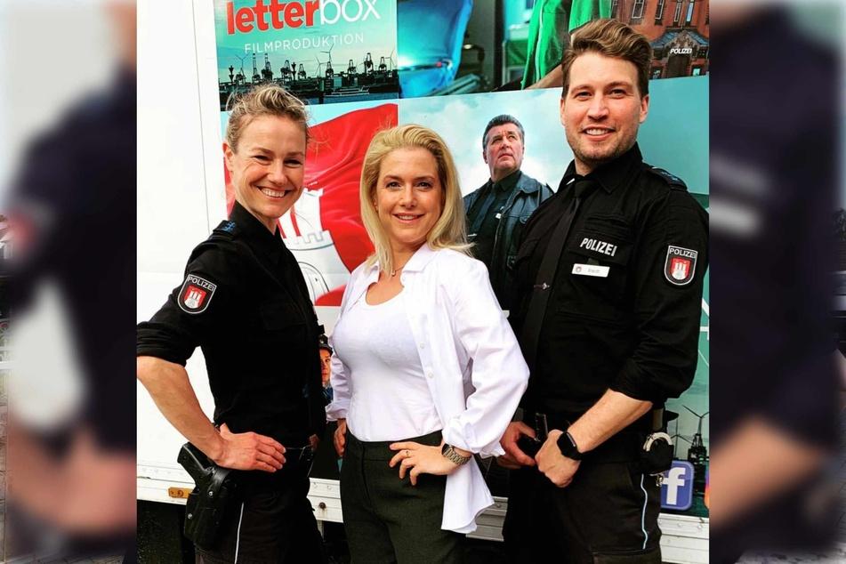 """Rhea Harder-Vennewald (45, v.l.n.r.), Jeanette Biedermann (41) und Raul Richter (34) stehen gemeinsam für die ZDF-Serie """"Notruf Hafenkante"""" vor der Kamera."""