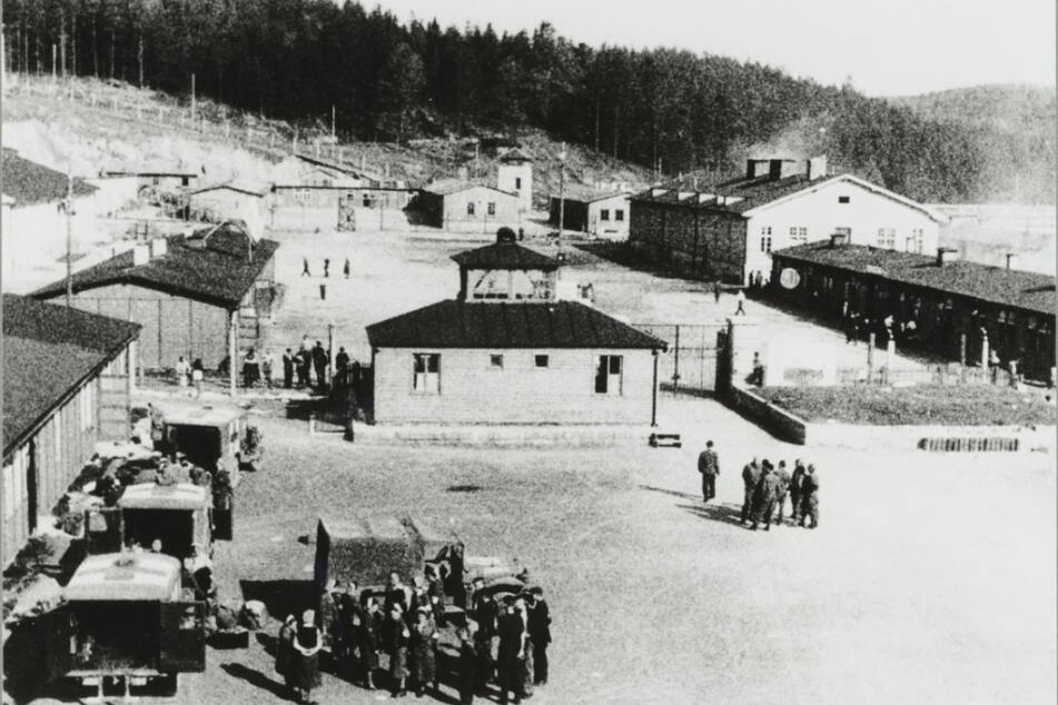 KZ Flossenbürg in der Oberpfalz: Im Außenlager Mittweida hielten die Nazis rund 500 Frauen gefangen. Zuletzt suchte Polen nach einer SS-Aufseherin. Doch die ist kürzlich verstorben.