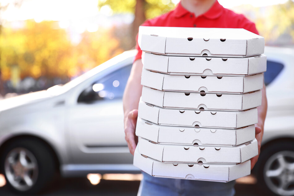 Don't vote hangry! Pizza to the Polls brings sustenance to voters in long lines
