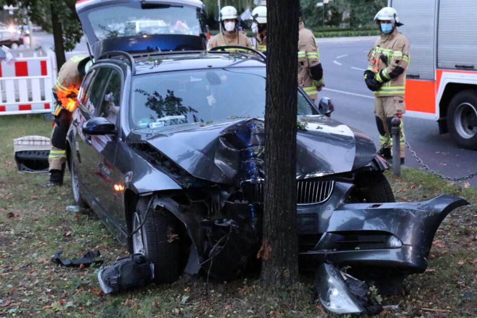 Feuerwehrleute am Unfallort.