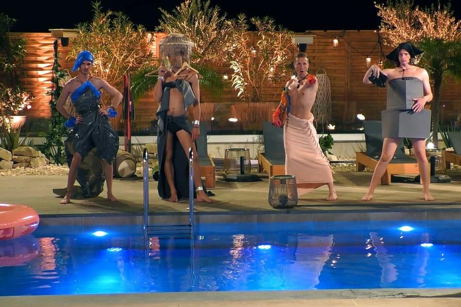 Style-Challenge accepted (v.l.n.r.): Kevin (32), Jan (26), Robin (23) und Max (25) präsentieren ihre gewagten Mode-Kreationen.