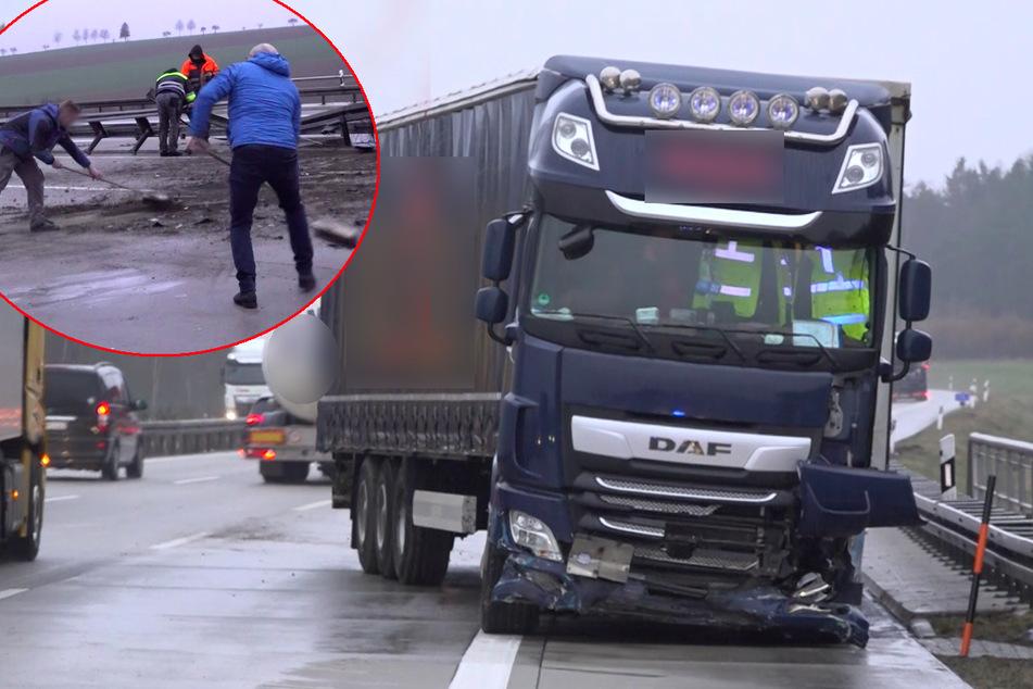 Unfall A9: Helfer kehren Autobahn: Schwerer Lkw-Unfall auf A9