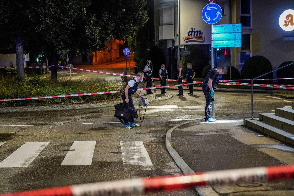 Die Polizei sichert am Tatort in Esslingen-Wäldenbronn Spuren.